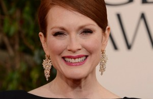 julianne-moore-ferguson-golden-globes-2013-red-carpet-12