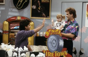"""FULL HOUSE - """"Jingle Hell"""" - Airdate: November 11, 1988. (Photo by ABC Photo Archives/ABC via Getty Images)JOHN STAMOS;MARY-KATE/ASHLEY OLSEN;DAVE COULIER"""